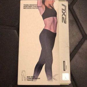 NEW 2XU mid rise compression tights black